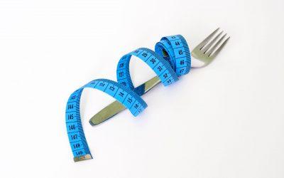 10 hábitos que aumentan tu grasa corporal sin darte cuenta