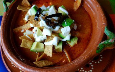 Sopa Azteca con cubitos de queso panela